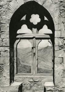 05a-Queens-Window